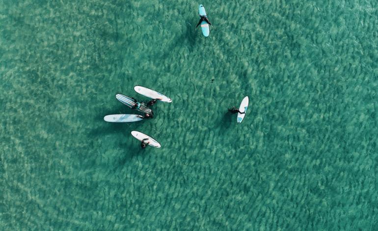 volar con dron encima agua